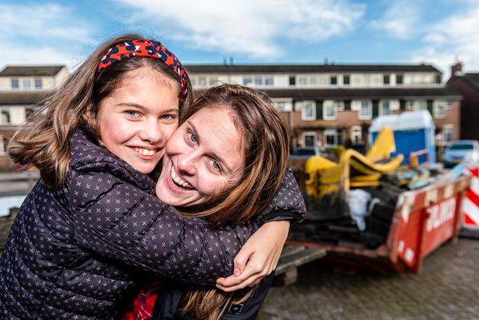 Tot vreugde van buurtbewoners werd de speeltuin in de Marsstraat in Hazerswoude na ontmanteling snel vernieuwd. Op andere speelplekken gaat het vooralsnog minder snel.
