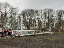 KPN-klanten in Lochuizen en Noordijk krijgen betere verbinding: omstreden KPN-mast op Needse Berg geplaatst