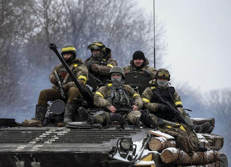 Oekraïense soldaten in het oosten van Oekraïne. Beeld REUTERS