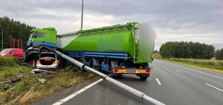 A2 richting Utrecht gedeeltelijk open na ongeluk met vrachtwagen