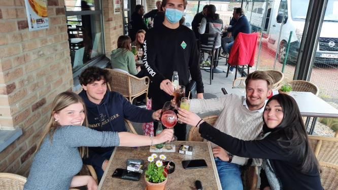 """Ook café Bybloks ontvangt eerste klanten: """"Zo blij dat onze vaste stek weer open is"""""""