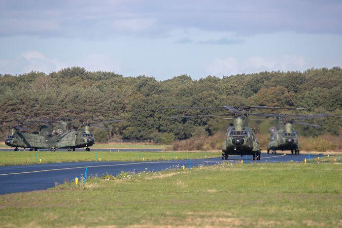 Chinook helikopters arriveren op vliegbasis Deelen.