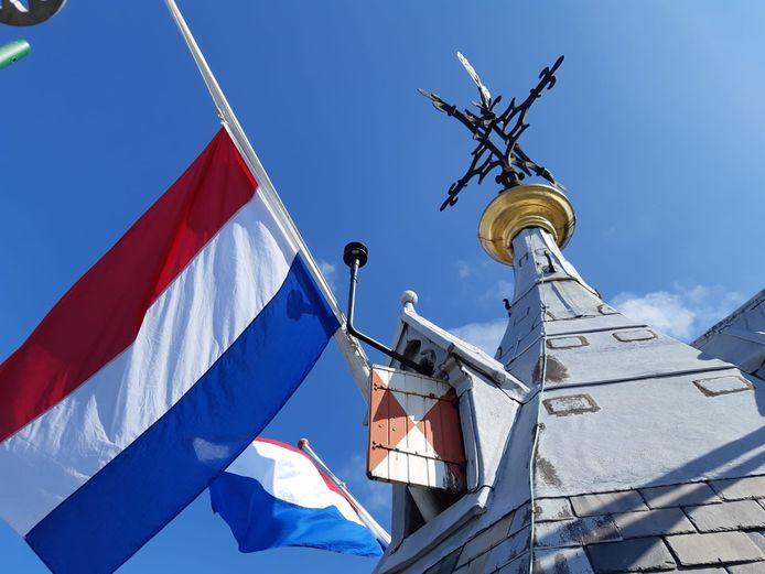 Een vlag hangt halfstok in Utrecht. Foto: Gemeente Utrecht