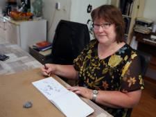 Trijntje Bos uit Rouveen tekent ansichtkaarten met overleden zwager in haar gedachten