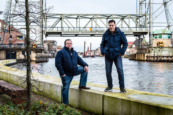 Wim de Wit (l) en Jan de Groot van Rijngouwe Lokaal hebben ingrijpende plannen voor de Gouwe.
