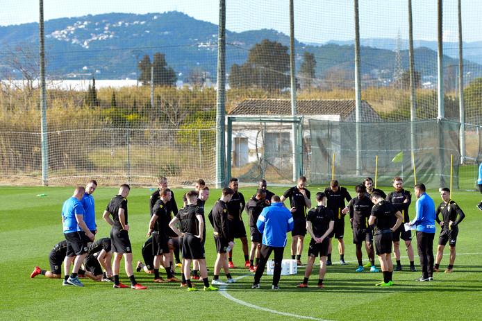 Vitesse op het trainingsveld in Oliva.