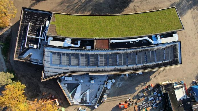 Het nieuwe Kindcentrum heeft een opvallend 'groen' dak.