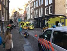 Motorrijder rijdt zwangere vrouw aan op Dordtse Wijnstraat