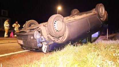 NINOVE: Eén gewonde nadat auto tegen verlichtingspaal knalt