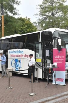 GGD Zeeland stapt over van grote priklocaties op mobiele units en tijdelijke vaccinatieplaatsen