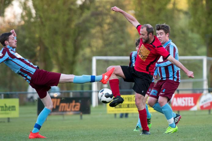 OVC'85 en VDZ (hier tegen elkaar in de Arnhem Cup) spelen zondag de laatste poulewedstrijd van het bekertoernooi.  OVC'85 bij Keizerstad, VDZ bij Eldenia
