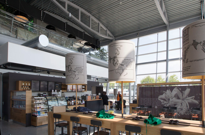 De Starbucks-vestiging op Eindhoven Airport
