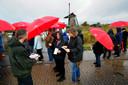 Bewoners protesteren tegen massatoerisme in Kinderdijk.