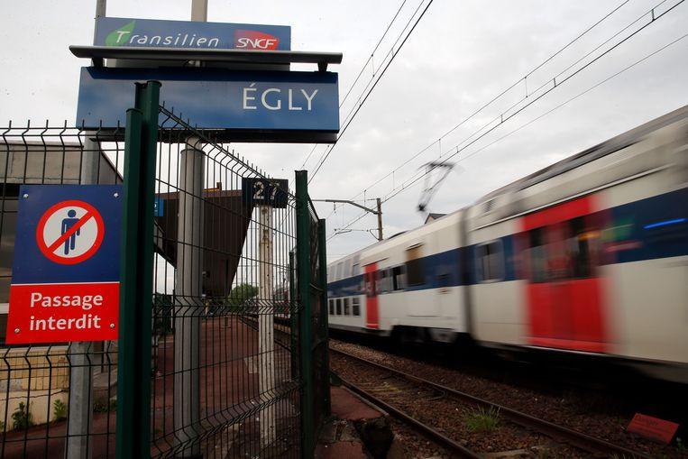 Franse autoriteiten stellen een onderzoek in nadat een jonge vrouw zich van het leven beroofde in het station van Egly. Beeld AP