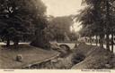 Een prentbriefkaart uit omstreeks 1920. Op de achtergrond de brug tussen de Utrechtsestraat en de Utrechtseweg. Door de  bomen is rechts nog een stukje van hotel De Witte zichtbaar. Het water is vervangen door asfalt, waar het verkeer overheen raast.