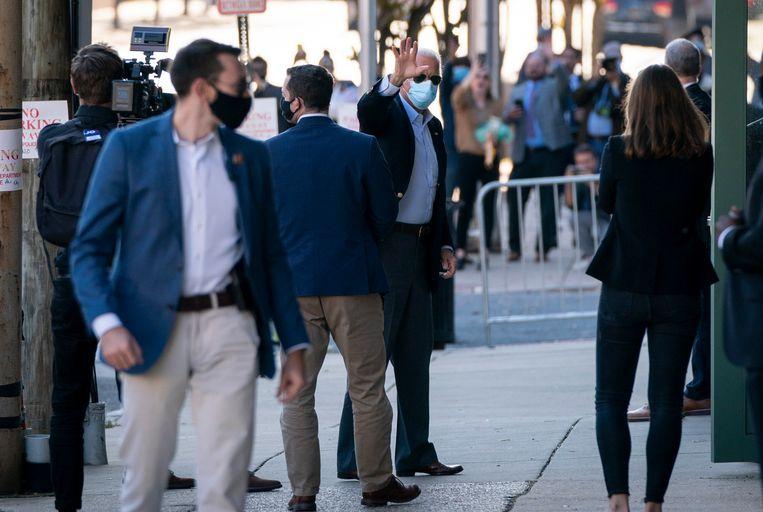 Democraat Joe Biden woont interne vergaderingen bij met zijn stafleden terwijl de stemmen voor het nieuwe presidentschap nog steeds geteld worden. Beeld Getty Images