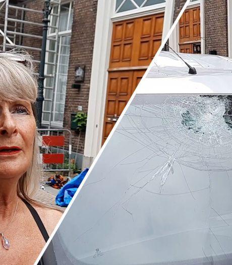 Auto van Jolanda uit Kampen is total loss na regen van dakpannen, buurt zamelt geld in: 'Waar maak je dat nog mee?'