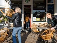 Terrassenprotest op de Nieuwmarkt gestaakt door handhaving