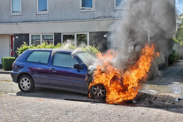 Autobrand Midslandstraat Tilburg.