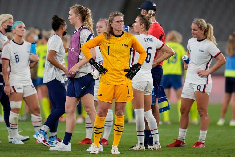 Keeper Alyssa Naeher van de VS moet het 3-0-verlies tegen Zweden verwerken. Net als haar ploeggenoten. Beeld AP