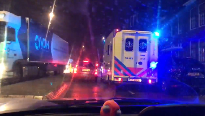 Ook ambulances met zwaailichten lopen vertraging op door de files in de stad als gevolg van de afsluiting van de Wantijbrug. ,,Gelukkig had dat nog geen noodlottige gevolgen'', vertelt directeur Hans Janssen van de Ambulancedienst Zuid-Holland Zuid.