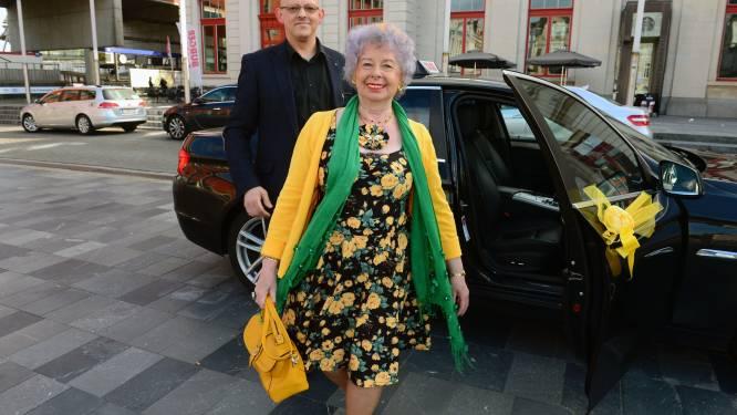 """Lucie 'the queen' Mertens (78) uit Leuven leeft erg mee met Queen Elizabeth II: """"Ja, ik ga huilen tijdens de begrafenis van Philip"""""""