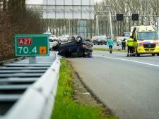 Auto vliegt over de kop bij ongeval op de A27 bij Houten