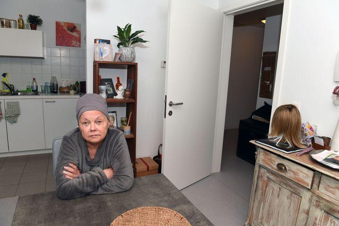 Christa in juni in haar appartement in Leuven