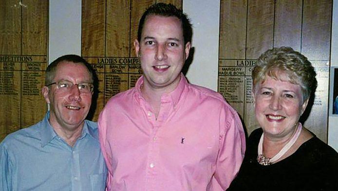 Paul Wilson (midden) met zijn ouders.