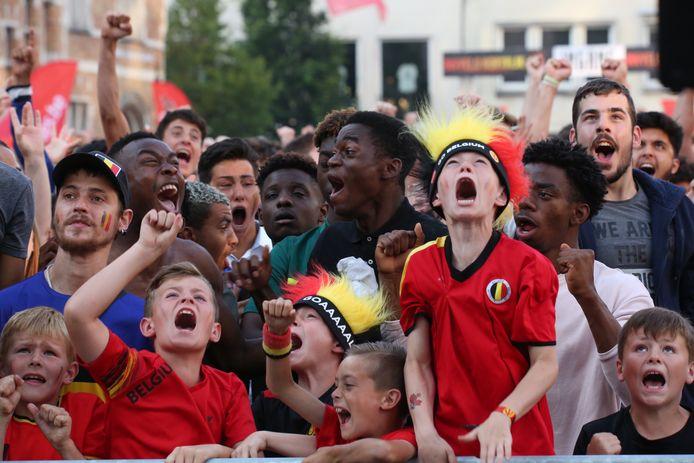 Een massa volk op het Schouwburgplein, tijdens het WK in 2018. Dergelijke beelden krijgen we straks niet te zien.