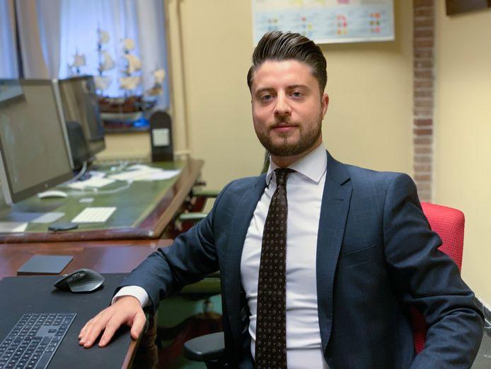 Andreas Bakir, Statenlid voor Forum voor Democratie in Overijssel, is door zijn fractiegenoten uit de fractie gezet. Hij legt zich er niet bij neer.