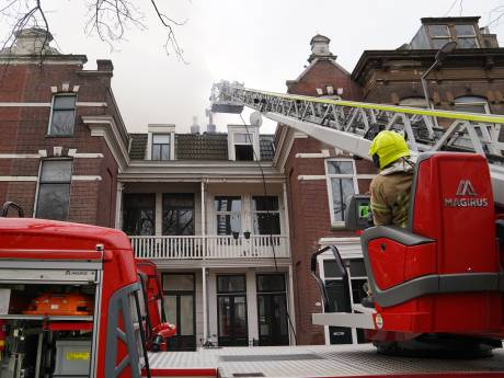 Uitslaande brand in historisch pand aan Noordsingel