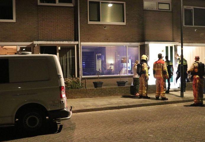 Onderzoek bij het huis in Apeldoorn waar het op 11 april misging.