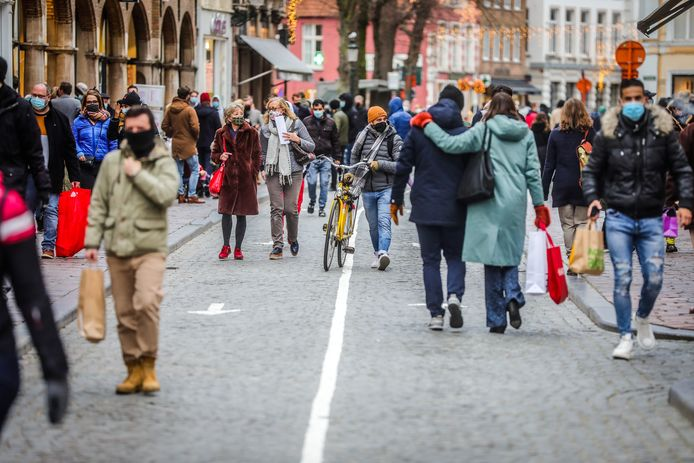 "Een winkelweekend in Brugge: ""Er is meer mobiliteit"", stelt biostatisticus Geert Molenberghs vast."