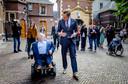 Minister Hugo de Jonge van Volksgezondheid, Welzijn en Sport (CDA) en Minister van Gehandicaptenzaken, Rick Brink, bij aankomst op het Binnenhof voor aanvang van de wekelijkse ministerraad op het Binnenhof, vorig jaar.