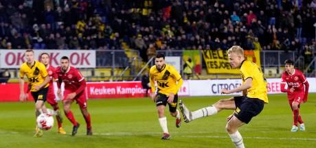 Zeeuws één-tweetje bij NAC Breda: Azzagari versiert en Van Hecke benut strafschop