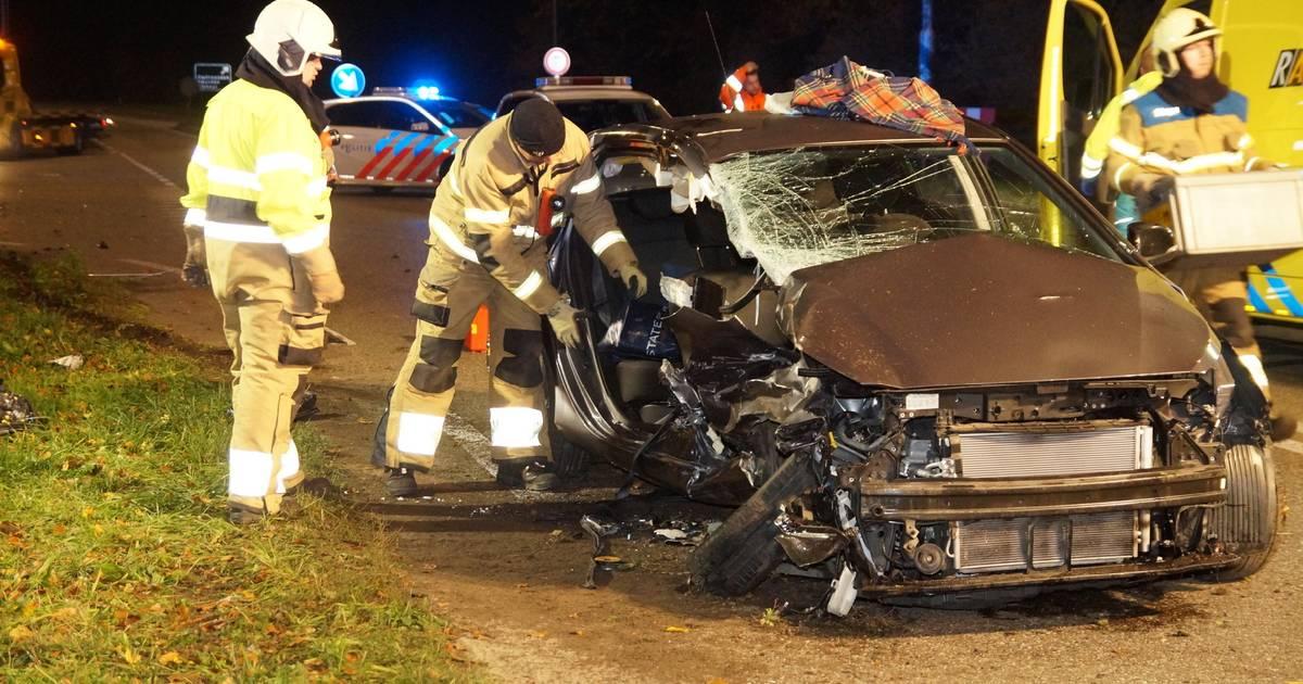 Meerdere personen gewond na ongeluk met drie autos in Heesbeen.