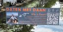 'Daten met Daan'-spandoek hangt boven de gracht in Delft
