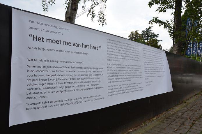 De open brief werd opgehangen aan de hekkens voor de Villa in de Groendreef.