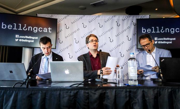Eliot Higgins (m) van Bellingcat tijdens de persconferentie