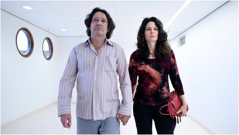 Pierre Bokma en Rifka Lodeizen als Adri en Mirjam Beeld