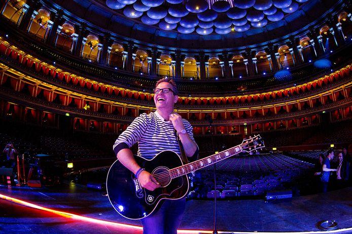 Guus Meeuwis in 2015 tijdens zijn soundcheck in de Royal Albert Hall in Londen.