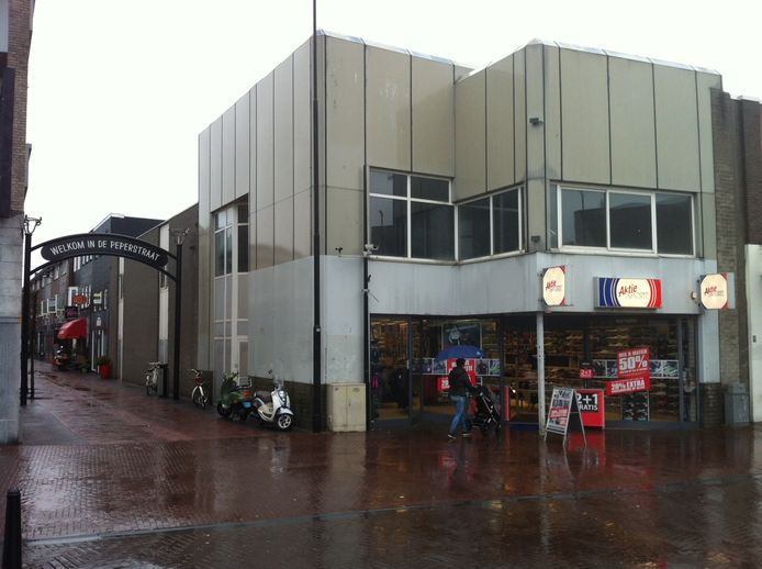 Het oude winkelpand op de hoek van de Heuvel en Peperstraat.