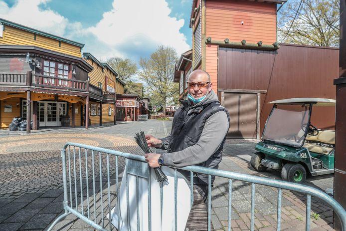 Bij Bobbejaanland in Lichtaart wordt alles in gereedheid gebracht voor een coronaveilige opening van het pretpark