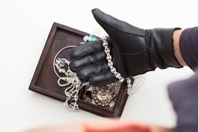 Bij de insluipingen werden ook juwelen meegenomen.