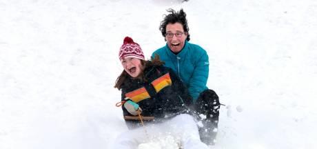 Winterpret in de Liemers: keihard van de bult naar beneden en wandelen over besneeuwde kade