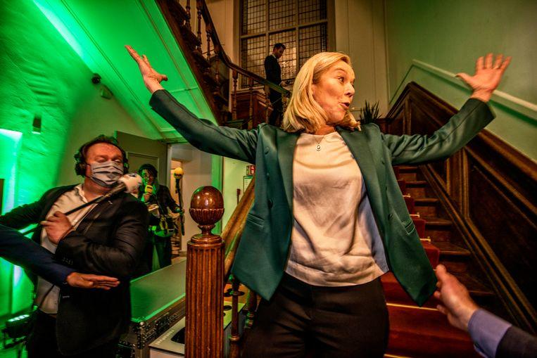 D66-lijsttrekker Sigrid Kaag viert de uitslag van de eerste exitpoll. Beeld Raymond Rutting / de Volkskrant