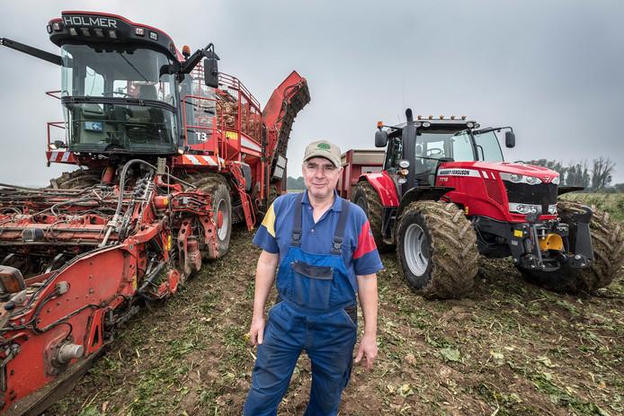 Bert Janssen werkt al 40 jaar bij Loonbedrijf Groesbeek en weet alles van oogsten en oogstseizoen.