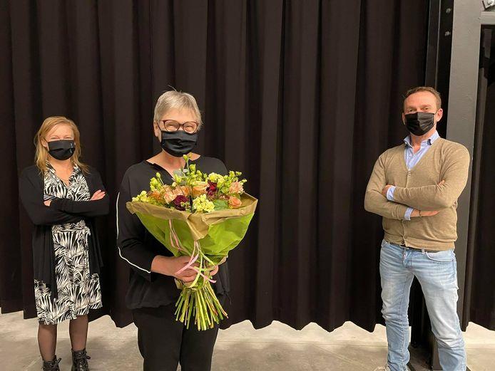 De OCMW-secretaris werd in de bloemen gezet.
