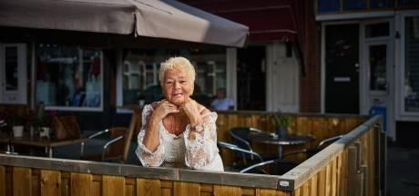 Lena (69) treedt op in de kroeg: 'Hoe slechter ik mij voel, hoe beter ik zing'